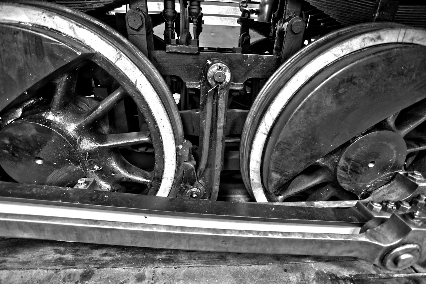 Photo of a steam engine's driving wheels